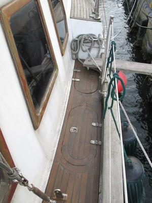 yacht_secondhand_blue_sea43_10.jpg